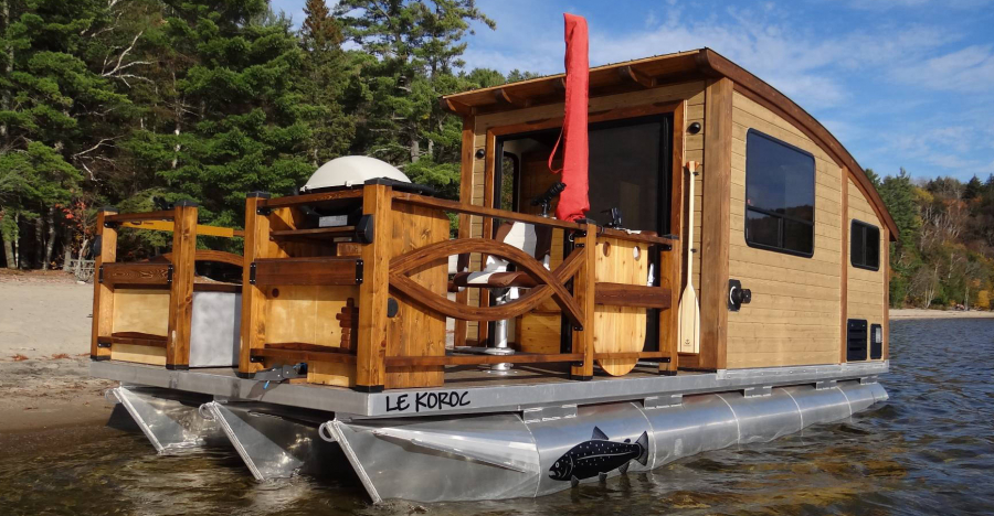 Floating Tiny Houseboats Allow You To Have A Vacation On The Water