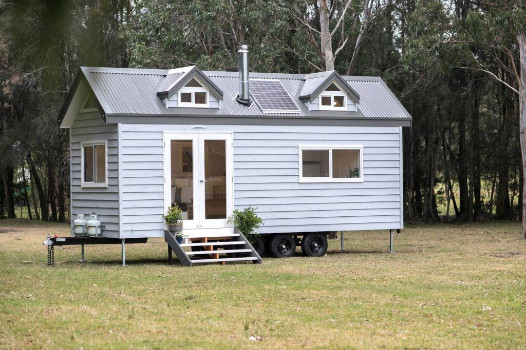 Cool Tinyhouse4 Me Tiny House Listings Buy And Sell Interior Design Ideas Clesiryabchikinfo